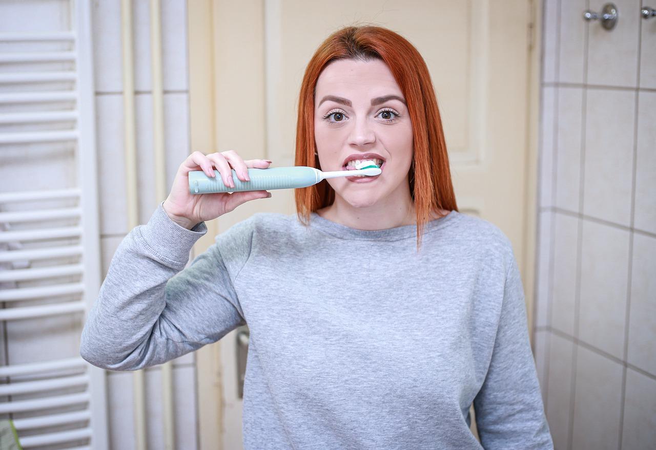 W jaki sposób wybielić zęby?